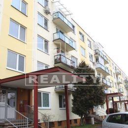 Na predaj pekný 3 izbový byt s balkónom na Radlinského ulici v Malackách. Výmera bytu je 68,42 m2, je situovaný V-Z a nachádza sa na 4.NP v bytovom ...