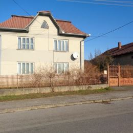 TU reality ponúka EXKLUZÍVNE väčší rodinný dom v obci Hodkovce vzdialenej od Košíc cca 13km, asi 10min autom. Dvojpodlažný rodinný dom sa nachádza na ...