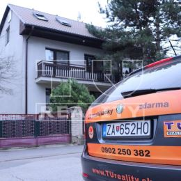 Na prenájom podpivničený rodinný dom o rozlohe pozemku 575m2 blízko centra v Považskej Bystrici. Dom má 3 obytné podlažia, 8 obytných miestností, 2 ...