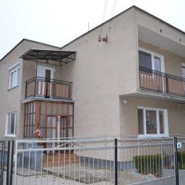 Na predaj veľký rodinný dom v Beladiciach, dvojgeneračný 6- izbový dom leží na 6,51 árovom pozemku vo vyhľadávanej lokalite, ktorá má veľmi dobrú ...