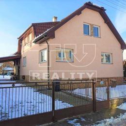 EXKLUZÍVNE na predaj 6 izbový zateplený dvojpodlažný rodinný dom v Žiline vo vyhľadávanej časti mesta Bánová. Zastavaná plocha domu je ~131m², ...