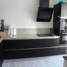 TuReality Vám ponúka na predaj 4 izbový byt s rozlohou 78m2 . V byte je kompletne zrekonštruované jadro , kúpeľňa a kuchyňa . Na chodbe je dlažba a ...