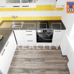 Tureality exkluzívne ponúka na predaj 1 izbový byt v centre Vrútok na 2. Poschodí nízkopodlažného 4 poschodového bytového domu ... Byt prechádza ...