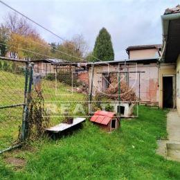 Na predaj 3-izbový rodinný dom v tichej lokalite iba 5 km od Žiliny v celkovej výmere 732m². Dispozične pozostáva z dvoch podlaží. Na 1. NP je ...