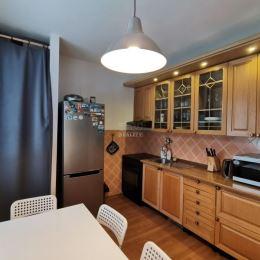 Na predaj 3-izbový byt o celkovej výmere 73,7 m2 v zateplenom panelovom dome na sídlisku Vlčince 3 v Žiline. Byt sa nachádza na prízemí, je čiastočne ...