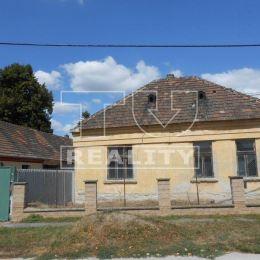 Na predaj veľký stavebný pozemok v tichej lokalite v zastavanej časti Sládkovičova. Pozemok má rozlohu 2201 m2, na pozemku sú všetky IS ...