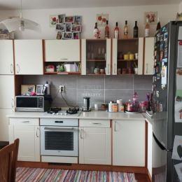 Na predaj 3-izbový byt o celkovej výmere 59,62 m2 v zateplenom panelovom dome na sídlisku Hliny v Považskej Bystrici. Byt sa nachádza na treťom ...