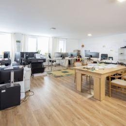 Ponúkame na prenájom komerčné priestory v kompletne zrekonštruovanej budove v Dolnom Kubíne. Budova je dvojpodlažná a je vhodná na výrobu a ...
