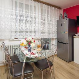 Ponúkame Vám na predaj prerobený 2 - izbový byt na prvom poschodí zrekonštruovaného bytového domu na Banisku. Byt je dobre dispozične riešený, ...