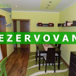 Realitný maklér Vlastimil Beseda a realitná kancelária BV REAL Prievidza 4 izbový byt Prievidza Urbánkova Zapotôčky. Počas rozsiahlej rekonštrukcie ...