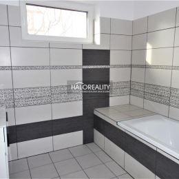 Ponúkame na predaj novostavbu 4 izbového rodinného domu v meste Kolárovo, okres Komárno. Novostavba sa nachádza na slnečnom, rovinatom pozemku s ...