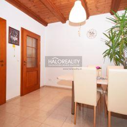 Ponúkame Vám na predaj poschodový rodinný dom v obci Tovarníky, okres Topoľčany. RD sa nachádza na rovinatom, slnečnom pozemku o ploche 814m². ...