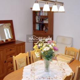 Ponúkame na predaj pekný útulný slnečný (SV-JZ) štvorizbový rodinný dom na Záhorí, v pokojnej obci Borský Svätý Jur (BA - 60 km, MA 23 km, SE 26 km, ...