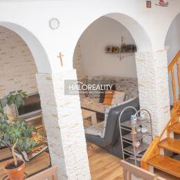 Ponúkame na predaj krásny, priestranný, štvorizbový mezonetový byt vo vyhľadávanej časti Palúdzka len 5 min. do centra mesta Liptovský Mikuláš autom. ...
