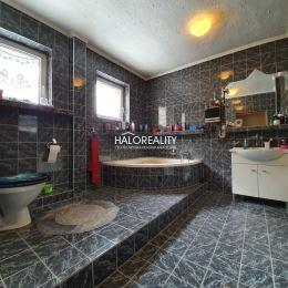 Ponúkame na predaj rodinný 5 izbový dom v meste Hnúšťa. Dom o zastavanej ploche 130m² sa nachádza na pozemku o rozlohe 405m² v miestnej vyhľadávanej ...