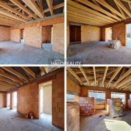 Ponúkame na predaj hrubú stavbu štvorizbového jednopodlažného rodinného domu (Bungalov) s garážou a valbovou strechou bez obytného podkrovia. ...
