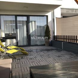 Ponúkame na predaj dvojizbový byt v obľúbenej časti Dunajskej Lužnej - Green Village. Byt s úžitkovou výmerou 49 m² sa nachádza na 1.p. v tehlovom ...