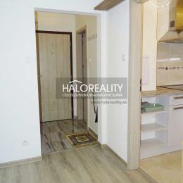 Ponúkame na predaj veľmi pekný a kompletne zrekonštruovaný 1-izbový byt vo výbornej lokalite v Bratislave - Nové Mesto, Tehelná ulica. Byt sa ...