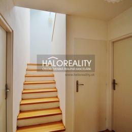 Ponúkame na predaj 5. izbový, dvojpodlažný rodinný dom v tichej časti obce Hviezdoslavov. Celková rozloha slnečného a rovinatého pozemku je 668 m², ...