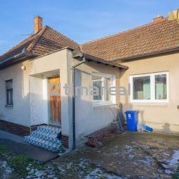 Ponúkame na predaj 3i (4i) rodinný dom v Opoji situovaný mimo hlavnej cesty. Pôvodný veľmi zachovalý stav, dom je suchý, zdravý a okamžite ...