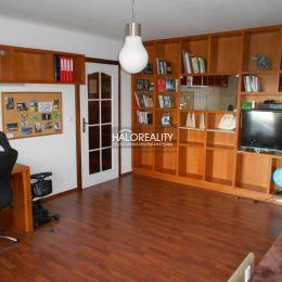 Ponúkame na predaj priestrannú 4-izbovú rodinnú vilu v obci Červeník, okr. Hlohovec. Jednopodlažná stavba s dvojúrovňovou dispozíciou sa nachádza na ...