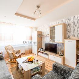 Ponúkame na predaj exkluzívny dom v jednej z najlepších lokalít Košíc – Košickej Novej Vsi na Poľnej ulici. Rodinný dom ponúka svojou výmerou cca 300 ...