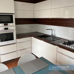 Predáme 3 izb. kompletne zrekonštruovaný a zariadený byt ul. Pri kríži...