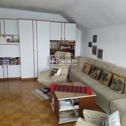 Ponúkame Vám na predaj tento nádherný veľký rodinný dom v Matúškove. Nehnuteľnosť má päť izieb plus ďalšie dve izby v pivničnom priestore, Jedna z ...