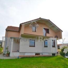 Na predaj novostavba rodinného domu v obci Madunice (13 km od Trnavy, 16 km od Piešťan). Dom sa nachádza v pokojnej lokalite. Pozemok veľkosti 814 ...