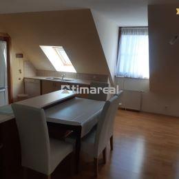 Ponúkame na prenájom veľký 3i byt v samotnom centre, Františkánska ul., Trnava. Svojou veľkosťou /120m2/ uspokojí aj náročnejších klientov. Byt sa ...