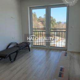Ponúkame na predaj trojizbový byt v novostavbe CASTLE v Bojniciach na Rekreačnej ulici, ktorý sa nachádza na 1 poschodí zo 4, podlahová plocha je ...