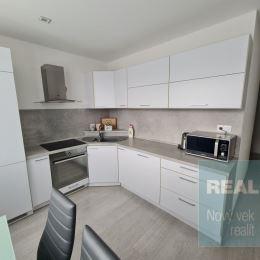 Exkluzívne u nás. Ponúkame na predaj krásny 2 izbový kompletne zrekonštruovaný byt. Byt sa nachádza v panelovom bytovom dome na sídlisku Lány ...