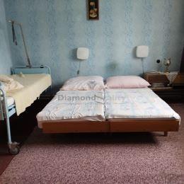 Ponúkame na predaj rodinný dom nachádzajúci sa v centre obce Sľažany. Obecný úrad, Jednota, futbalové ihrisko, škola všetko na dlani. Navyše pozemok ...