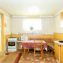 3D OBHLIADKU si môžete pozrieť skopírovaním tohto linku do vášho prehliadača: Dom má užitkovú výmeru 70 m2 a prístavba za domom ďalších cca 30 m2. V ...