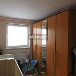 Ponúkame Vám na predaj 5-izbový, dvojpodlažný rodinný dom v obci Horný Bar. Rodinný dom sa nachádza na slnečnom pozemku o rozlohe 1054m². Rodinný dom ...