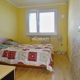Ponúkame na predaj trojizbový byt s výbornou dispozíciou v jednej z najkrajších a najzelenších častí Bratislavy, v Devínskej Novej Vsi, ulica Pavla ...