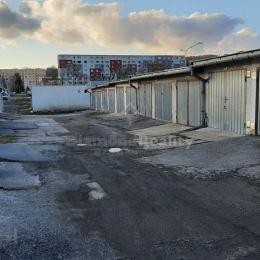 Na predaj garáž, Karpatská, Svidník. Garáž má výmeru 18 m2. Je suchá, ihneď voľná. Bez elektriny. Možnosť aj prenájmu. Energetický certifikát: nemá. ...