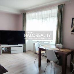 Ponúkame na predaj slnečný trojizbový byt v Banskej Bystrici, na ulici Trieda SNP, kompletne prerobený bezbariérový, na prvom poschodí zateplenom ...