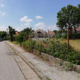 Ponúkame na predaj stavebny pozemok v lukratívnej časti obce Jahodná, vzdialenej od okresného mesta Dunajská Streda 10 km. Obec Jahodná ponúka dobrú ...