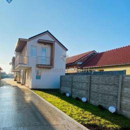 Na prenájom nový 4 izbový dom v novostavbe v Blatnom – pri Senci. Prenajíma sa čiastočne zariadený alebo nezariadený. Má dobrú orientáciu, balkón s ...