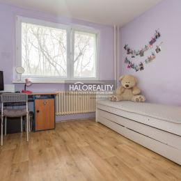 EXKLUZÍVNE ponúkame na predaj slnečný trojizbový byt v Bratislave, mestská časť Podunajské Biskupice neďaleko Lesopraku Vrakúňa v krásnom prostredí s ...