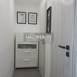 Ponúkame na predaj slnečný 3 izbový byt s loggiou v Piešťanoch na ulici Lipová. Byt po kompletnej rekonštrukcii o výmere 68m². Byt v zateplenom ...