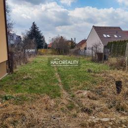 Ponúkame na predaj pozemok pre rodinný dom v Trnave časť Modranka. Pozemok sa nachádza v pokojnej uličke mimo hlavnej cesty. Veľkosť pozemku je 647m² ...