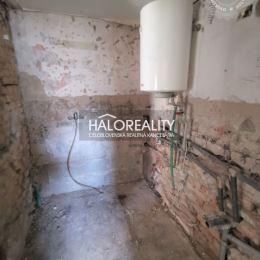 Ponúkame vám na predaj rodinný dom v štádiu započatej rekonštrukcie v Trnave miestna časť Modranka. Je postavený v uličke mimo hlavnej cesty na ...