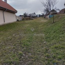 Ponúkame na predaj stavebný pozemok nachádzajúci sa pri Nitre, v centre obce Štitáre pri Prameni. Výmera pozemku je ideálnych 1068 m2. Pred pozemkom ...