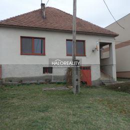 Ponúkame na predaj veľký rodinný dom, k okamžitému nasťahovaniu. Samostatne stojaci dom v Koplotovciach na pozemku o rozlohe 800m², rozmery ...
