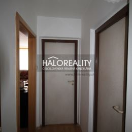 Ponúkame na predaj trojizbový byt v OV tipu Bauring, v Martine časť Košúty I., o výmere 76 m². Byt sa nachádza na 3/9 poschodí s výťahom, orientovaný ...