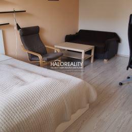 Ponúkame na predaj jednoizbový byt v Bratislave, mestská časť Dúubravka, Drobného ulica. Byt o rozlohe 33 m² sa nachádza na treťom poschodí ...