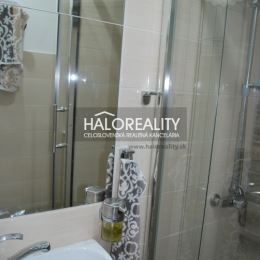 Ponúkame na predaj trojizbový byt v centre mesta Nitra na Hollého ulici, vzdialený len 280 metrov od rezidencie Tabáň.Byt je čiastočne ...