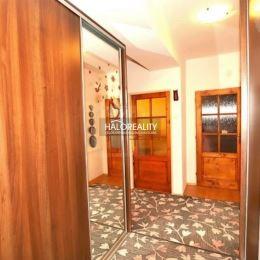 Ponúkame na predaj štvorizbový byt so záhradkou a dvoma garážami pre motorové vozidlá v meste Dunajská Streda.Byt s podlahovou plochou 93 m² sa ...